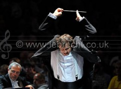 Andris Nelsons conducting