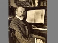 Elgar's blue plaque is stolen