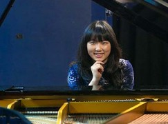 Teenaged pianist is pursued by four Ivys