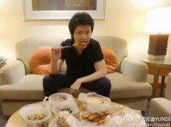 A Chinese pianist abandons chopsticks