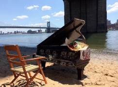 brooklyn bridge piano
