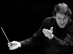 Maestro move: Successor named to Dennis Russell Davies
