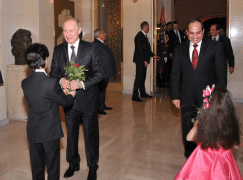 Putin finds relief at the Cairo Opera