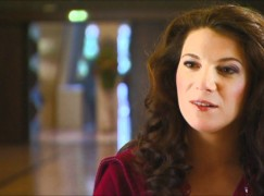 International mezzo ends singing career at 48