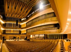 A Toronto hall has booked Valentina Lisitsa for 2016