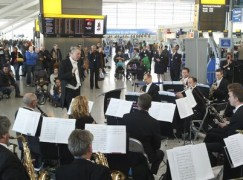 london-philharmonic-orchestra-at-heathrow-1351529905-article-0