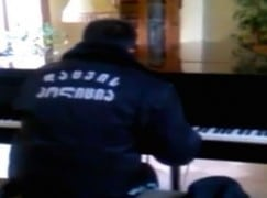 Security guard goes viral as secret piano player