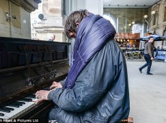 Video: Homeless man plays Beethoven in station forecourt
