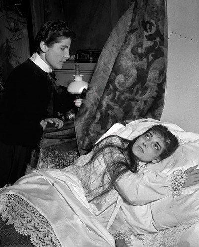 Luisa-Mandelli-with-Maria-Callas-in-La-Traviata-1955-403x500