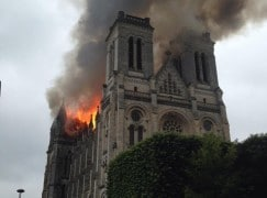 Disaster: Nantes cathedral is ablaze