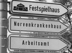 All you need to know about Bayreuth in three adjacent signs