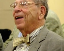 Veteran US critic dies, aged 93