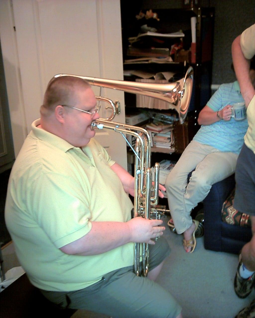 Death of a versatile bass trombone, aged 50