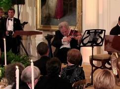Obama grants Medal of Freedom to Perlman, Sondheim, Streisand