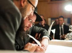 Astonishing video: A Moslem writes a Jewish Torah