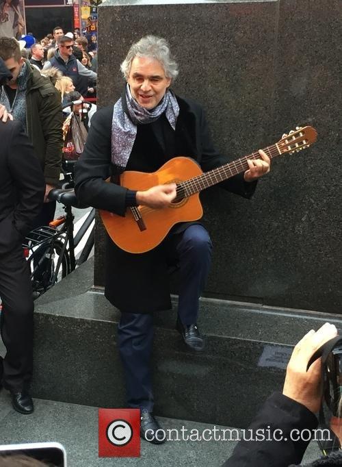 andrea-bocelli-guitar2
