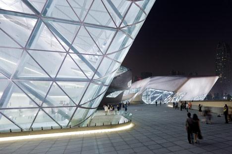 Guangzhou-Opera-House-by-Zaha-Hadid-Architects-23