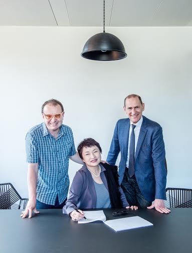 Biz news: Kyung Wha gets a record deal