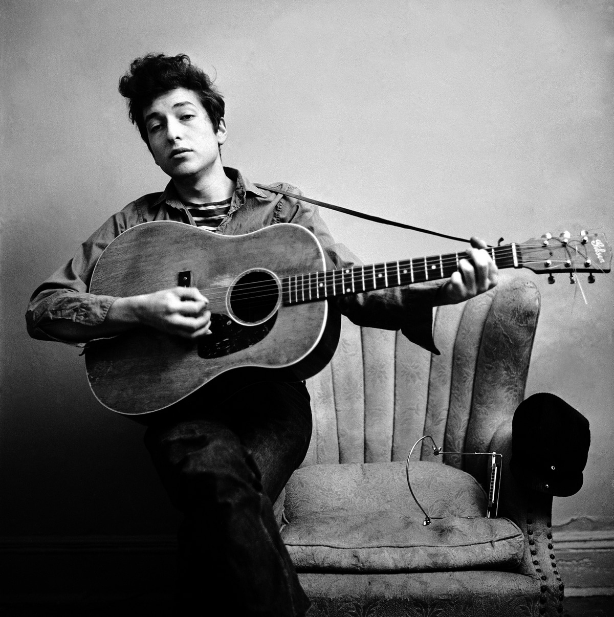 Damn bob dylan wins nobel literature prize slipped disc for The dylan