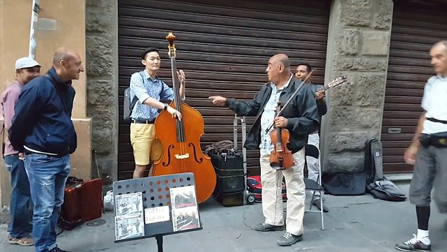 When a Korean tourist joined a Florence street band