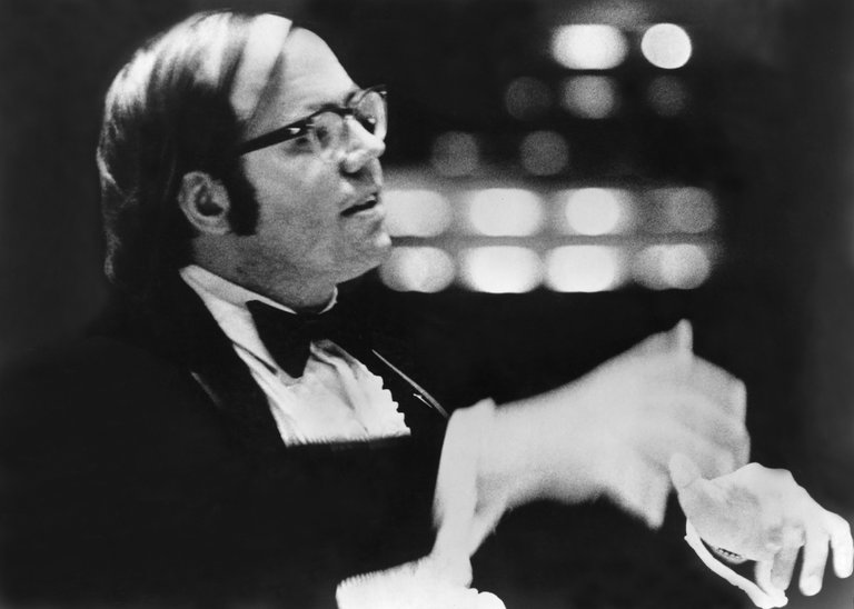 New York mourns a choral leader