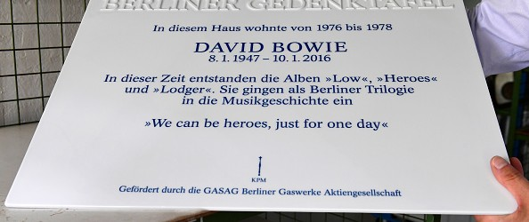 Berlin puts up plaque to Bowie