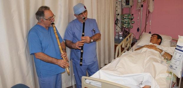 doctors-plays-music