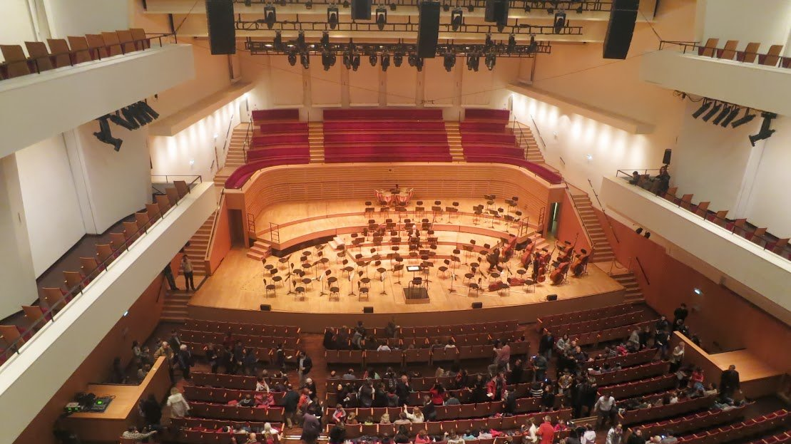 Vandalism: Look what they've done to Salle Pleyel ...