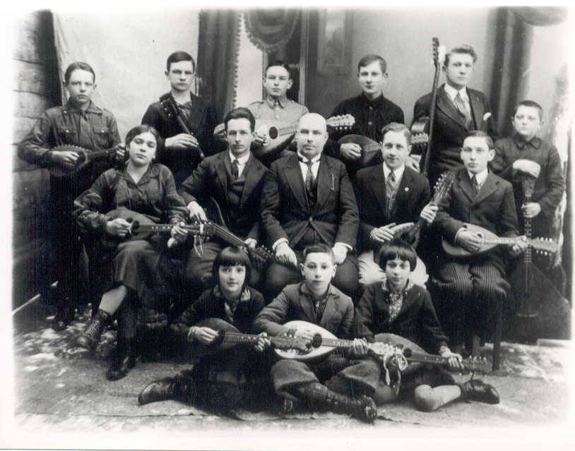 How to become Shimon Peres? First play the mandolin