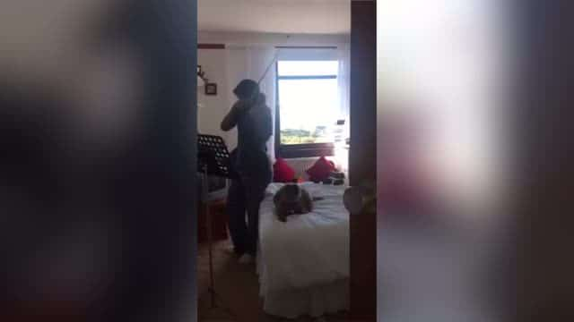 Nicola Benedetti films duet with her dog