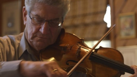 Philadelphia violinist quits after 56 years in the job
