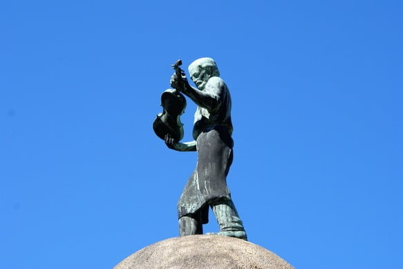 A town's monument to its violin makers
