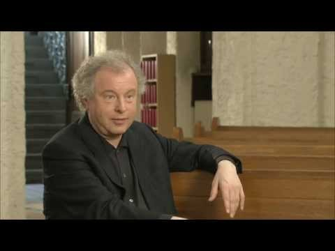 Andras Schiff plays Christmas in Nazareth