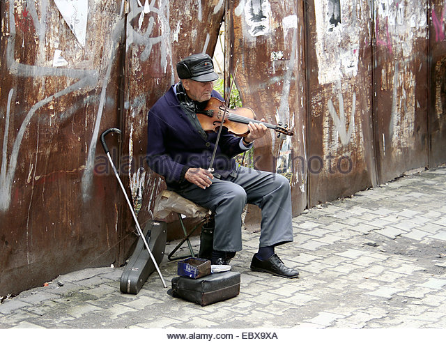 The Auschwitz violinist they called Hopla
