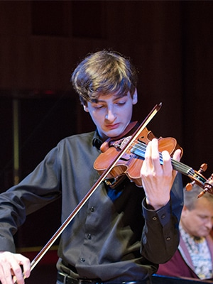 Chicago violinist, 17, is given a Guarnerius