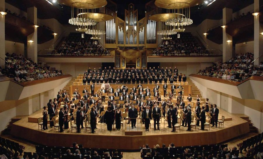 Man arrested in Madrid after throwing his phone at orchestra