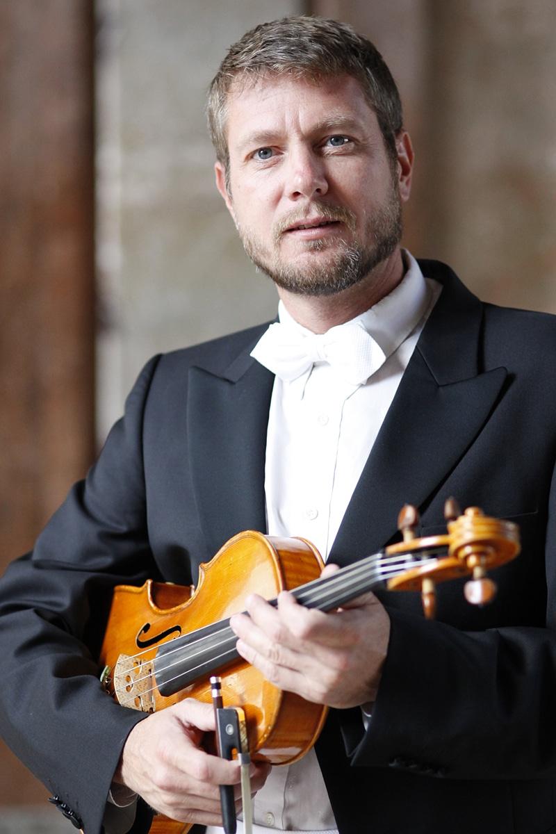 Vienna Symphony violist has finger broken by subway thugs