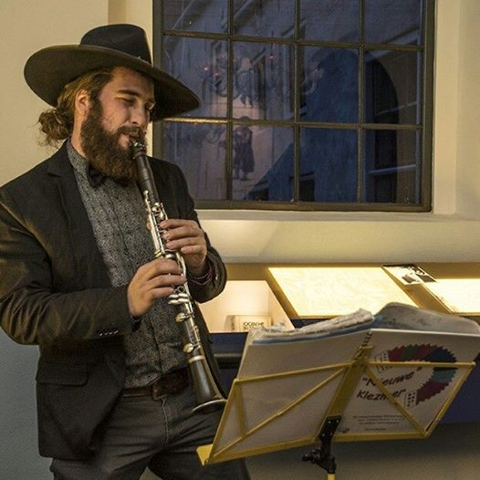 Clarinetist is arrested for playing klezmer on Dutch train