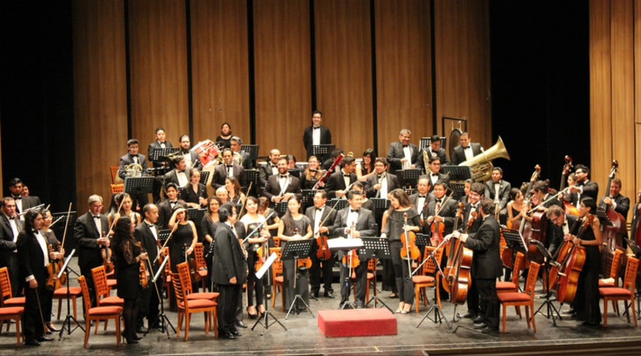 Mexico cuts an orchestra in half