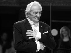 Prime minister announces death of chorus conductor