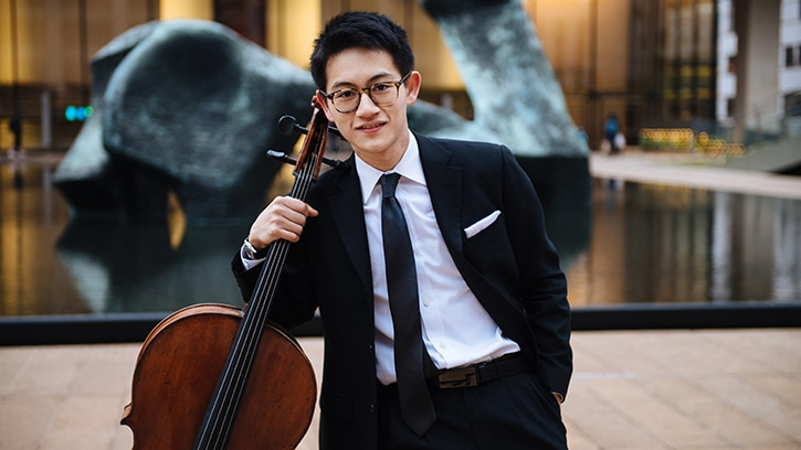 Seattle recruits a Youtube cellist