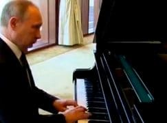 Watch: Putin's back at the piano… and scoring no points