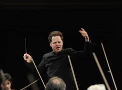 Spanish orchestra puts American music director in charge of finances