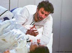 Jonas Kaufmann stands in line with the great Otellos