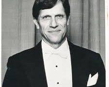 Death of Australia's go-to conductor, 85