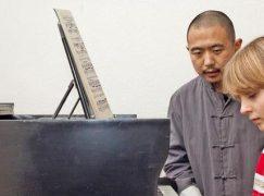 Leipzigers urge mayor to stop Mongolian musician's deportation