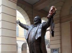 Pavarotti's statue is vandalised