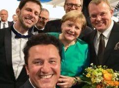 Angela Merkel gets her selfie with Lohengrin