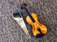 A music festival proudly destroys a violin – live online