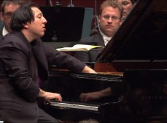 Pianist leads protest against Canadian gold diggers